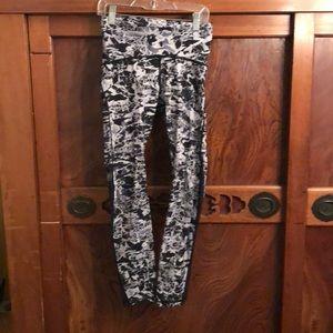 Lululemon black & gray hi waist 7/8 legging sz 4